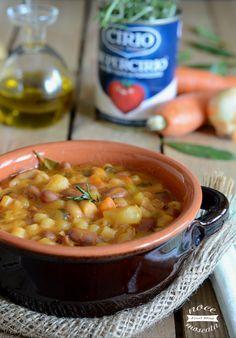 Pasta e fagioli con patate Veggie Recipes, Pasta Recipes, Soup Recipes, Cooking Recipes, Cooking Games, Italian Soup, Italian Dishes, Italian Recipes, Polenta