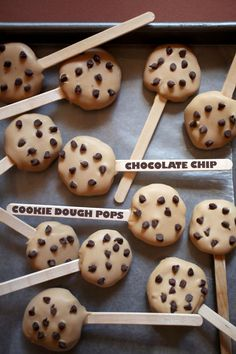 These Chocolate Chip Cookie Dough Pops are just cookie dough truffles, flattened and dipped in peanut butter icing, with mini chips on top. Such a cute idea for cookie dough lovers. Köstliche Desserts, Delicious Desserts, Dessert Recipes, Yummy Food, Dessert Healthy, Chocolate Chip Cookies, Chocolate Chips, Chocolate Cake, Cookie Dough Pops