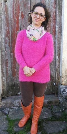 FEMINA - Modéstia e elegância: Legging de veludo, blusão rosa e over the knee