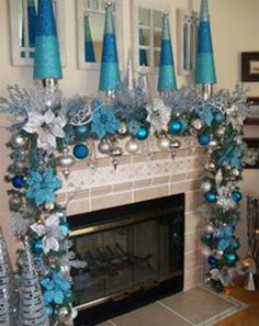 Here are best Blue Christmas Decor Ideas. From Blue Christmas Trees to Blue Christmas Home Decors to Turquoise decor to teal decor ideas / inspo are here. Blue Christmas Decor, Christmas Mantels, Elegant Christmas, Disney Christmas, Christmas Home, White Christmas, Turquoise Christmas Decorations, Frozen Christmas Tree, Christmas Garlands