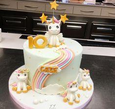 Unicorn cake by Donatella Bussacchetti Crazy Cakes, Fancy Cakes, Unicornio Birthday, Wonder Woman Cake, Unicorn Cake Topper, Cupcakes, Cake Decorating Tutorials, Pastel, Cake Tins