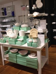 Bloomingdales - New York - Homewares - Cook & Dine - Landscape - Tables - Visual Merchandising - Clear Retail - www.clearretailgroup.eu