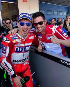 Team effort  // #MotoGP #teamwork Repost by @motogp