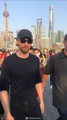 #TomHiddleston in Shanghai. April 19, 2018. #Loki #InfinityWar (https://twitter.com/HiddlesPage/status/986537692975517696 )