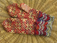 lovely variegated with fair isle Fingerless Mittens, Knit Mittens, Knitted Gloves, Knitting Socks, Knit Socks, Double Knitting Patterns, Mittens Pattern, Wrist Warmers, Fair Isle Knitting