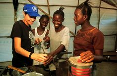 UNHCR Goodwill Ambassador Angelina Jolie in crafts workshop with young refugee women, among the thousands of victims of persecution, violence and war in Sierra Leone. (February 2001) © UNHCR/L.Taylor