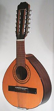 bandurria The bandurria is a small mandolin-like instrument, but differently tuned, and used for the popular Rondalla music. The bandurria can also be found in other countries : mainly in South America, but surprisingly also on the Philippines (see S.E.Asia).