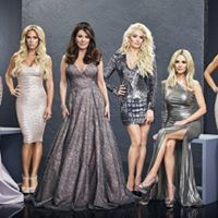 'Real Housewives of Beverly Hills' star Lisa Vanderpump is reportedly leaving the series after 8 years Kim Zolciak, Tv Series 2017, Kelsey Grammer, Lisa Vanderpump, Bravo Tv, Housewives Of Beverly Hills, Reality Tv Shows, Young And The Restless, Season 8