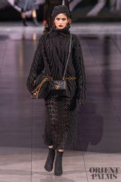 Dolce & Gabbana at Milan Fashion Week Fall 2020 - Runway Photos 2020 Fashion Trends, Fashion Week, Fashion 2020, Runway Fashion, Spring Fashion, Fashion Outfits, Milan Fashion, Couture Mode, Couture Fashion