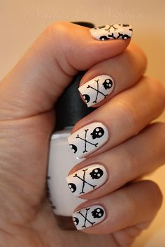 10 Festive Nail Designs For Halloween. These nails are spooky and still cute. A perfect Halloween combo. All 10 ideas in this post are great for Halloween! Skull Nail Art, Skull Nails, Nail Art Halloween, Halloween Nail Designs, Spooky Halloween, Halloween Kunst, Maleficent Halloween, Funny Halloween, Halloween Halloween
