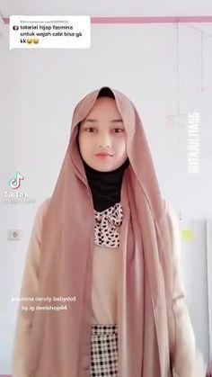 Simple Hijab Tutorial, Hijab Style Tutorial, Pashmina Hijab Tutorial, How To Wear Hijab, Fashion Mumblr, Mode Turban, Stylish Hijab, Muslim Women Fashion, Wallpaper Aesthetic