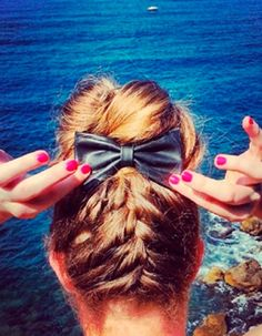 Vous nous avez envoyé vos plus jolies coiffures sur ce hashtag. Bravo ! http://www.elle.fr/Beaute/Cheveux/Tendances/MescheveuxdansELLE-le-top-10-des-plus-jolies-photos