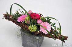 Wekelijks verse bloemen voor het opfleuren van recepties, kantoren, winkels en restaurants. Kijk voor meer informatie op: https://www.bissfloral.nl/bedrijven.html. Een abonnement betekent maatw