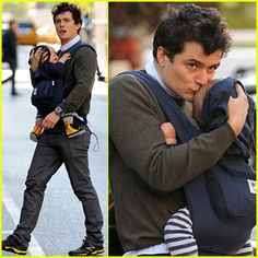 Orlando Bloom in his ERGObaby with Flynn - November 4, 2011