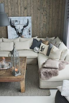 Our livingroom! Rustic style, woodwall, contrasts
