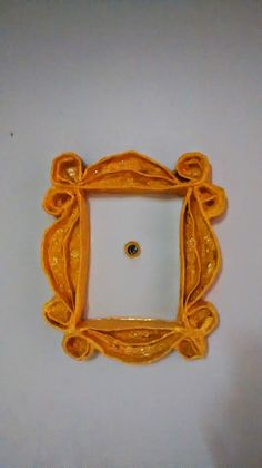CRAFTIFY : Re-use, Restyle and have fun!: F.R.I.E.N.D.S Peephole Frame