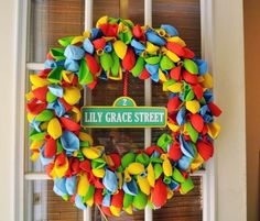 Birthday Balloon Wreath (minus the Sesame Street name plate)- would be a great reusable door wreath for everyone's B-day! Could embellish in soooo many ways! Sesame Street Party, Sesame Street Birthday, Elmo Birthday, First Birthday Parties, Birthday Ideas, Birthday Door, Birthday Stuff, Sons Birthday, Third Birthday