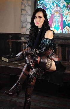 Witcher 3 - Yennefer cosplay by Hannuki Moda Steampunk, Gothic Steampunk, Steampunk Fashion, Gothic Fashion, Style Fashion, Steampunk Cosplay, Goth Beauty, Dark Beauty, Yennefer Cosplay