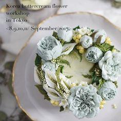 Hello Tokyo students . 🌿 9月に授業予約中です。 予約は先着順で締め切りになります。今回のレッスンでは花絞りのレッスンが入っており、より様々な花を学ぶことができます。 📲Line ID : theflowercompany #フラワーケーキ #tokyocake#tokyoflowercake#candleflower #koreanbuttercreamcake #RKFA#RepublicofKoreaFlowercakeAssociation #flowercake#ソイフラワーキャンドル#ソイフラワー . #flowerstagram#wiltoncakes#bakingclass#cakedesign#cakeshop#theflowercompany#instacake#koreanbuttercream#koreanflowercake#플라워케이크#플라워케익#flowercake#CakesThailand#福岡ケーキ#fukuokacake Gorgeous Cakes, Pretty Cakes, Cute Cakes, Korean Buttercream Flower, Buttercream Flower Cake, Frosting Flowers, Buttercream Decorating, Dessert, Cake Decorating Techniques
