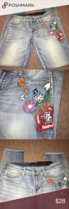 New Boho Style Low Rise Skinny Jeans New fun Boho style Skinny Jeans size 7/8. Super cute ❤️❤️🔥😍 twentyone Black Jeans
