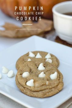 Pumpkin Spice Chocolate Chip Cookies - the most delicious fall baking recipe ever! #fallbaking #fallcookies #cookies #fall #pumpkin #chocolatechip
