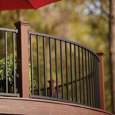 Custom-curved Trex Reveal Aluminum Railing in Charcoal Black with Trex Transcend Post Sleeves and LED Post Cap Lights in Vintage Lantern.