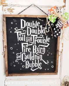 'Double Double Toil and Trouble' Wood Sign This is a handmade wooden sign that is the perfect addition to your Halloween decor! 'Double Double Toil and Trouble. Halloween Pallet Signs, Halloween Table, Halloween Home Decor, Easy Halloween, Holidays Halloween, Halloween Crafts, Halloween Decorations, Halloween Chalkboard, Haunted Halloween