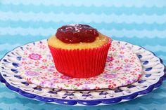 cupcake de fubá com cobertura de goiabada