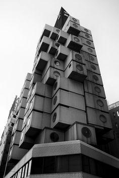 Nakagin Tower, Ginza, Tokyo. Par Kurokawa, 1970-1972. Application concrète d'un principe métaboliste.