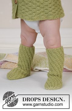 Knitted tube socks in DROPS Alpaca for baby and children. Baby Knitting Patterns, Knitted Socks Free Pattern, Crochet Applique Patterns Free, Knitting For Kids, Knitting Socks, Free Knitting, Drops Design, Twister, Drops Baby