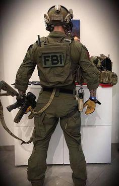 Opérateur de la DG, reenac HRT FBI tenu nocturne crye précision ranger green 3/4