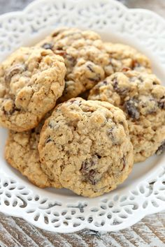 Soft and Chewy Oatmeal Raisin Cookies. Soft and Chewy Oatmeal Raisin Cookies Recipes These Soft and Chewy Oatmeal Raisin Cookies are super soft, thick, and loaded with oats and raisins. Soft Oatmeal Raisin Cookies, Oatmeal Cookie Recipes, Chocolate Chip Oatmeal, Chocolate Chips, Cookies Soft, Oatmeal Cookies With Applesauce, Raisen Cookies, White Chocolate, Gastronomia