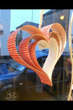 Wallpaper hearts made for valentine window display Salon Window Display, Window Display Retail, Window Display Design, Store Displays, Retail Displays, Valentines Art, Valentine Decorations, Jewellery Display, Visual Merchandising