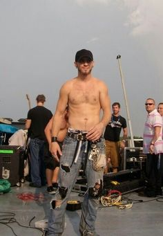 Brantley Gilbert. Uh-huh!