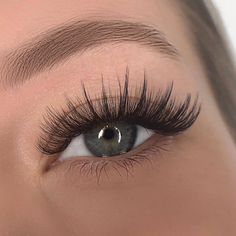 Wispy Eyelashes, Natural Fake Eyelashes, Perfect Eyelashes, Eyelash Extensions Styles, Eyelash Extension Supplies, Russian Volume Lashes, Beauty Lash, Eyelash Sets, Make Up
