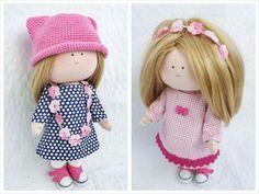 Lalka, która można przebierać i czesać. - PasteloweRetro Toy Story, Crochet Hats, Dolls, Retro, Knitting Hats, Baby Dolls, Puppet, Neo Traditional, Rustic