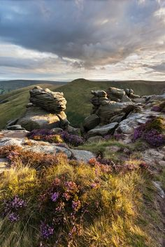 ༺✿༺ Kinder Scout is a moorland plateau and National Nature Reserve in the Dark Peak of the Derbyshire Peak District in England. Cool Places To Visit, Places To Travel, Photos Voyages, Peak District, English Countryside, Derbyshire, Belleza Natural, Beautiful Landscapes, The Great Outdoors