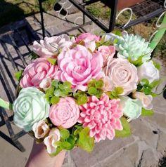 Ideas Flowers Bouquet Gift Decoration For 2019 Flower Box Gift, Flower Boxes, Fabric Flowers, Paper Flowers, Flowers Vase, Flowers Garden, Gift Bouquet, Bouquet Box, Flower Arrangements Simple