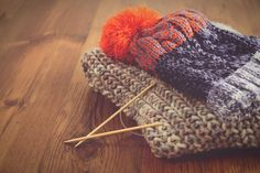 Mistake rib is an interesting knitting stitch pattern that produces columns of knit stitches. Knitting Stitches, Knitting Needles, Knitting Yarn, Stitch Patterns, Knitting Patterns, Crochet Patterns, Knitting Projects, Sewing Projects, Knit In The Round