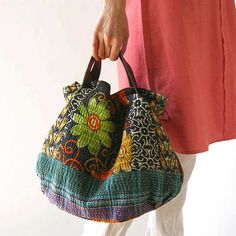 various shopのインドの刺し子「カンタ刺繍」のバッグ。取り外し可能な本革ショルダーで、トートバッグにも斜め掛けショルダーにもなる2WAY(ショルダーは別売り)