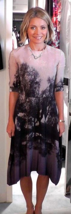 Who made Kelly Ripa's tree print dress?