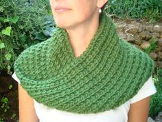 Green Mobius Cowl