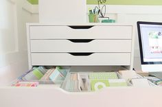 Project Life storage idea: Alex drawer units with Antonius baskets from Ikea Project Life Organization, Project Life Storage, Scrapbook Organization, Office Supply Organization, Craft Room Storage, Craft Rooms, Ikea Alex Drawers, Project Life Scrapbook, Drawer Unit