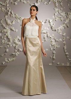 Vestido de madrina en dos piezas con falda corte tipo sirena.