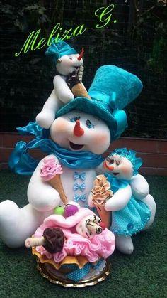 Manualidades Christmas Elf Doll, Christmas Topper, Felt Christmas Decorations, Christmas Balls, Christmas Crafts, Christmas Ornaments, Holiday Decor, Snowman Crafts, Soft Sculpture