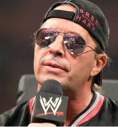 bret hart   Bret Hart Fashioned With New Glasses