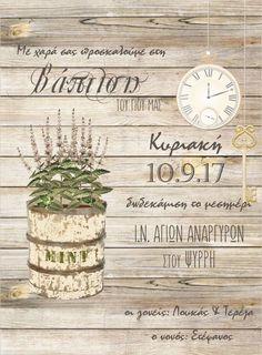 Προσκλητήριο βάπτισης με γλάστρα μέντας, ρολόι και κλειδί σε μπέζ παλαιωμένο ξύλο