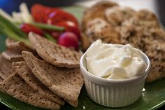i just made this tonight! it is that yummy garlic sauce you get with chicken shawarma. this is the best recipe i have come across so far. Mediterranean Garlic Sauce, Mediterranean Recipes, Mediterranean Style, Lebanese Garlic Sauce, Sauce Recipes, Cooking Recipes, Diet Recipes, Recipies, Lebanese Recipes