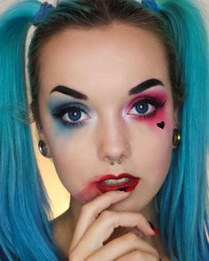 Today's striking Harley Quinn Halloween makeup inspiration comes from ninalylea. She's wearing GWA's Fantasy Lashes in Fairy Today's striking Harley Quinn Halloween makeup inspiration comes from ninalylea. She's wearing GWA's Fantasy Lashes in Fairy Halloween Makeup Clown, Harley Quinn Halloween Costume, Halloween Eyes, Halloween Nails, Halloween 2019, Halloween Crafts, Simple Halloween Makeup, Halloween Costumes, Halloween Photos
