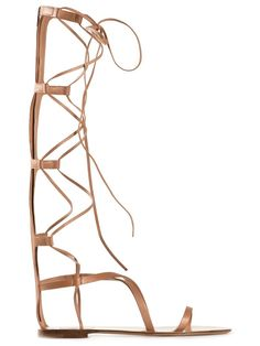 Valentino Garavani Gladiator Sandals Brown leather gladiator sandals from Valentino Garavani featuring an open toe, a lace fastening, a brand embossed insole and a flat heel. Trovato su Styletorch